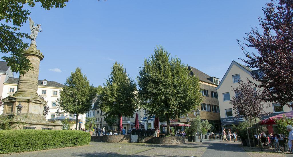 Marktplatz in Siegburg mit Siegessäule
